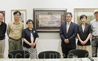 游淑静(左三)、画家黄进龙(左二)、洪东标(左一)、谢明锠(右一)在水彩画展上。(林丹/大纪元)