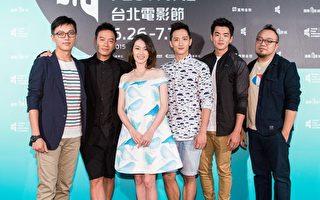 (右起)导演林君阳、张翰、周幼婷、高英轩、布鲁斯、监制叶天伦出席电影世界首映会。(台北电影节提供)