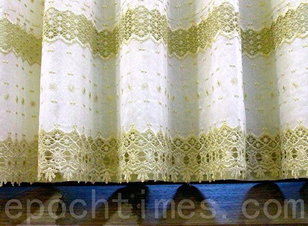 窗簾以黃金比例的2.3~2.5倍用布量製作,可形成自然立體弧度及完美垂墜性,更明媚動人。(賴友容/大紀元)