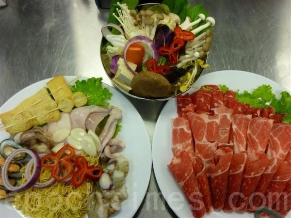 5种肉类和海鲜的特价自助火锅只要$19.99元。(许心如/大纪元)
