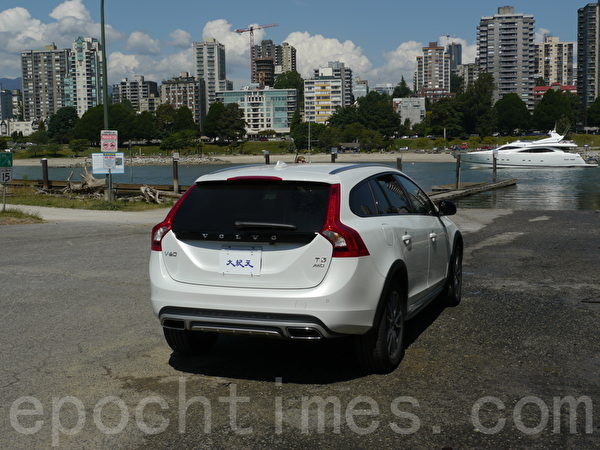 2015 Volvo V60 Cross Country。(夏又容/大纪元)
