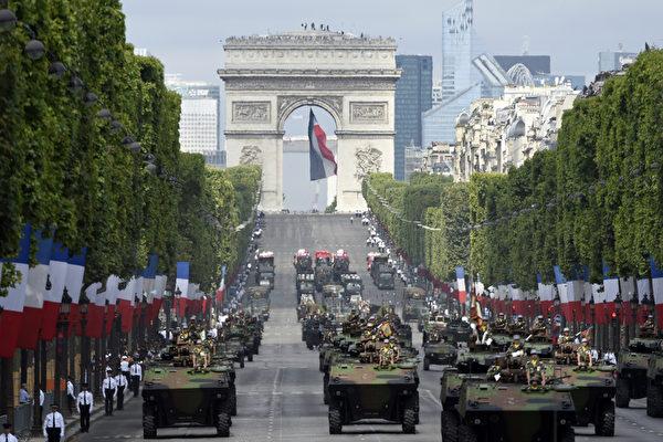 7月14日,法国于首都巴黎的香榭丽舍大道举行盛大国庆阅兵式。(ALAIN JOCARD/AFP)
