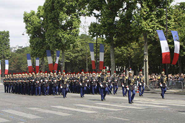 共和国卫队第一和第二步兵团。(叶萧斌/大纪元)