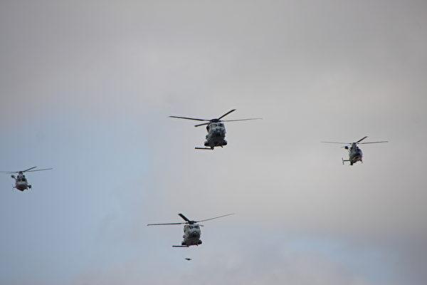 """两架""""鳄鱼式""""直升机(中),一架""""豹子""""直升机(右),一架""""海豚""""直升机(左)。(叶萧斌/大纪元)"""