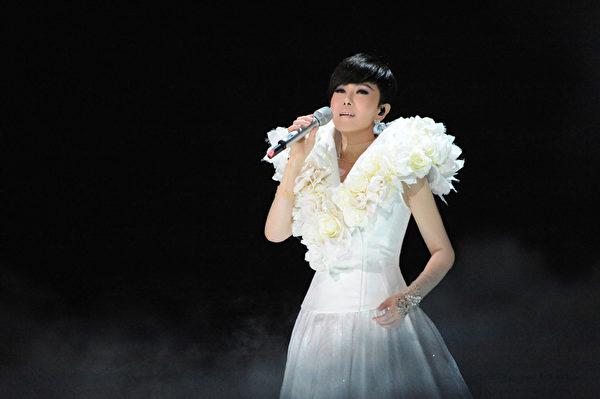 江蕙在封麦演唱会前,先推出《2013镜花水月演唱会live》。(喜欢音乐提供)