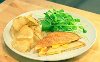 【美食天堂】怎样用熨斗烤奶酪三明治?