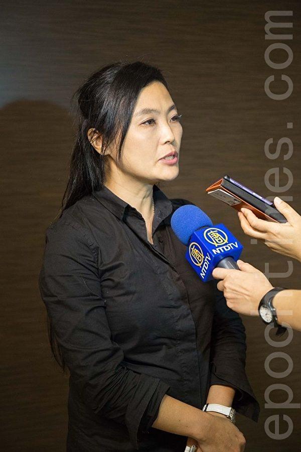 琴響夢幻交響樂團老師李景秀表示,蔦松藝術學校的成立,提供年輕學子充分的訓練與滋養,進而創造藝術精萃,這就是教育偉大之處。(鄭順利/大紀元)