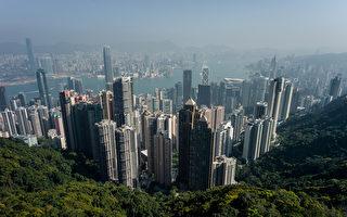 香港金融中心地位稳定,吸引中国大陆富豪。据最新财富报告显示,大陆富豪在2000-2014年间由9.1万人移民他国,而香港则接受了近1/3,约2.9万人。(PHILIPPE LOPEZ/ Getty image)