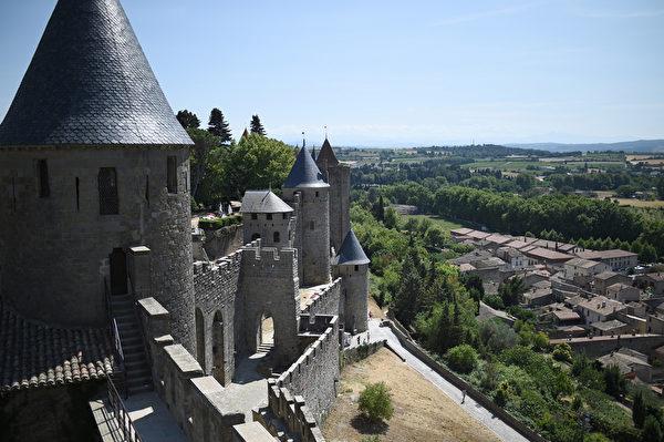 法国中世纪卡尔卡松城堡。(STEPHANE DE SAKUTIN/AFP)
