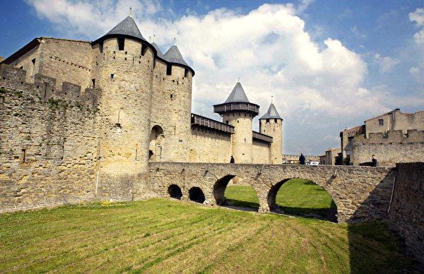 中世纪卡尔卡松城堡是法国参观人数最多的古迹之一。(JEAN-LOUP GAUTREAU/AFP)