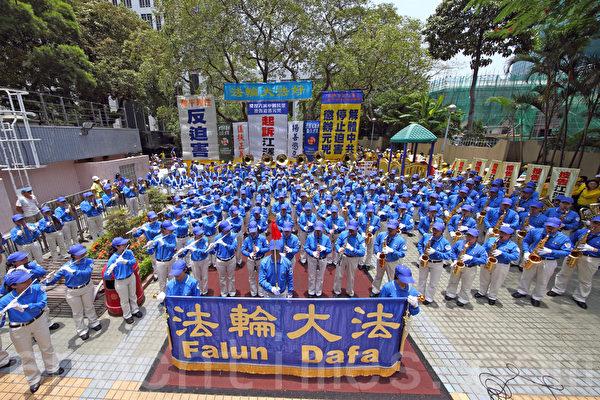 720反迫害16周年之际,香港法轮功7月19日在港岛举行以控告江泽民为主题的集会游行,多位民主人士到场声援诉江。(潘在殊/大纪元)