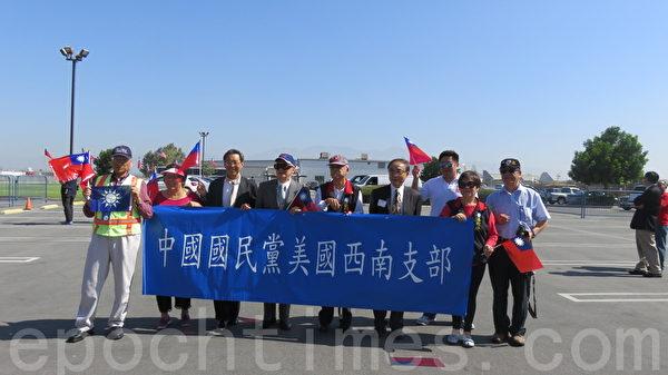 马英九参观洋克斯航空博物馆,受到各团体的热烈欢迎。(一)(袁玫/大纪元)