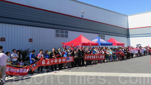 马英九参观洋克斯航空博物馆,受到各团体的热烈欢迎。(二)(袁玫/大纪元)