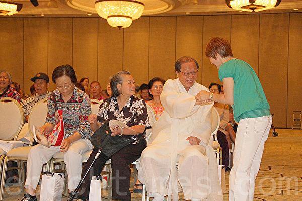 7月1日,徐孝錫在洛杉磯舉辦了「2015北美巡迴演講」的第三場演講,受華裔民眾熱烈歡迎。(徐琇惠/大紀元)