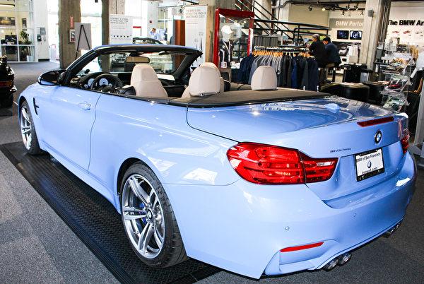 BMW of San Francisco车行内的BMW展车,显示兼具跑车与豪华特质。(王文旭/大纪元)
