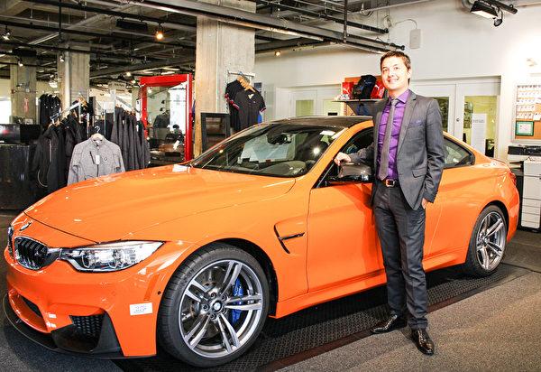 华人客户顾问Winston Searles表示,BMW注重给驾驶者良好的操控和驾驶乐趣。(王文旭/大纪元)