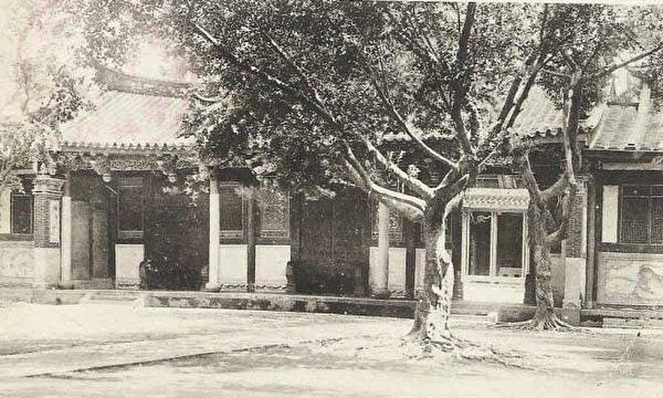台南孔庙檽星门(1916.4.14上午 张遵旭参观台南孔庙)。 (图片提供:tony)