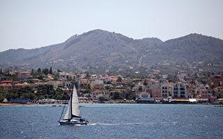 """巴菲特于2015年7月21日发表声明说,媒体报导他买下希腊小岛的内容""""完全是杜撰的""""。本图为希腊的小岛之一。(Oli Scarff/Getty Images)"""