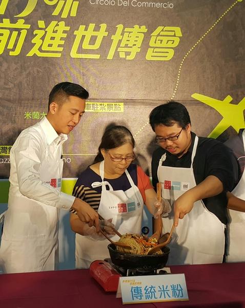林智堅表示新竹米粉不會輸給義大利麵。(林寶雲/大紀元)