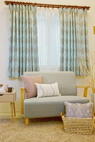 淡藍色窗簾能帶來清爽舒壓感。布號:030338-02(圖:隆美窗簾提供)