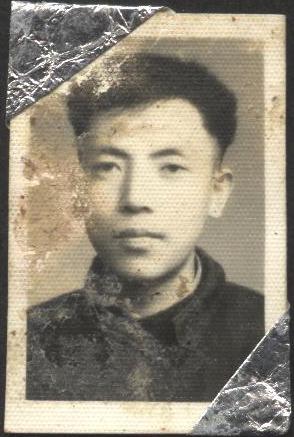 父親學生時代的標準照。我小時候心目中的美男子,就應該是這樣子。(作者提供)