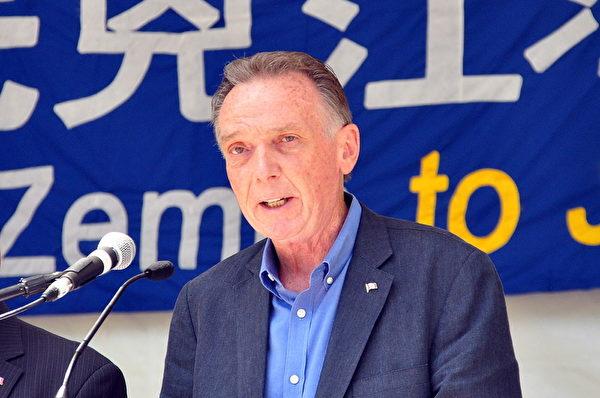 加拿大國會議員Peter Kent表示,控告江澤民的大潮令人鼓舞,期望中國法院聆訊告江案並作出基於事實的判決。(周行/大紀元)