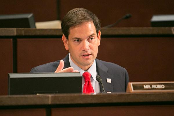美国国会中国问题常务委员会共同主席鲁比奥(Marco Rubio)祝贺神韵在佛州的演出圆满成功。(李莎/大纪元)