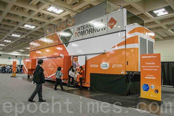 Freescale電子公司用巨型卡車外觀。(瑞晨/大紀元)