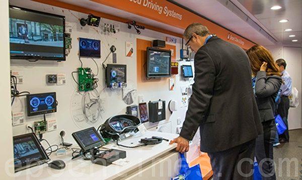 Freescale電子公司用巨型卡車展示各種電子產品。(瑞晨/大紀元)