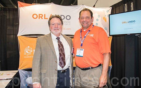 ICAMR項目管理經理Dan Holladay(左)和Orlando金融發展委員會高級副總裁Dave Porter。(瑞晨/大紀元)