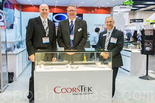Coors公司展位與員工。(瑞晨/大紀元)