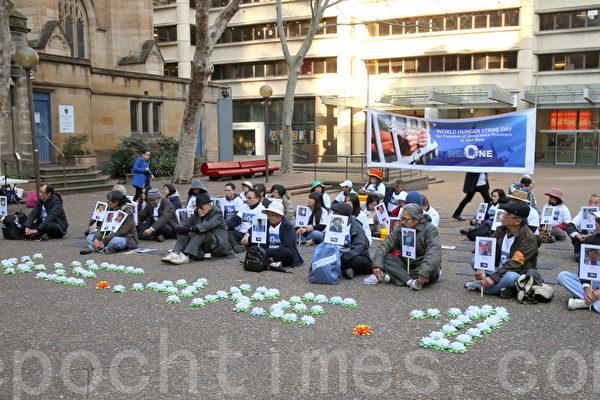 悉尼越南社區成員在悉尼市中心的市政廳廣場舉行8點至8點的12小時絕食抗議和燭光祈禱。呼籲越南獨裁政權釋放國內被關押的所有良心犯(摄影:何蔚/大纪元)