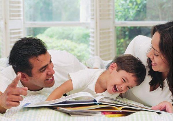 專家表示,不合適的表揚方式,其實對孩子有害無益。(Fotolia)
