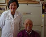 图:蒋雁平医师与父亲,著名老中医蒋云仲。(蒋雁平医师提供)