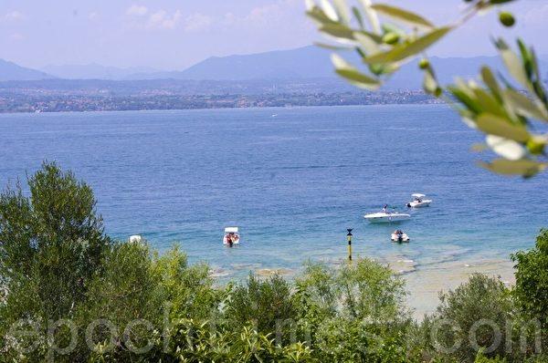 意大利西尔莫尼湖(Sirmione)风情。(萧依然/大纪元)