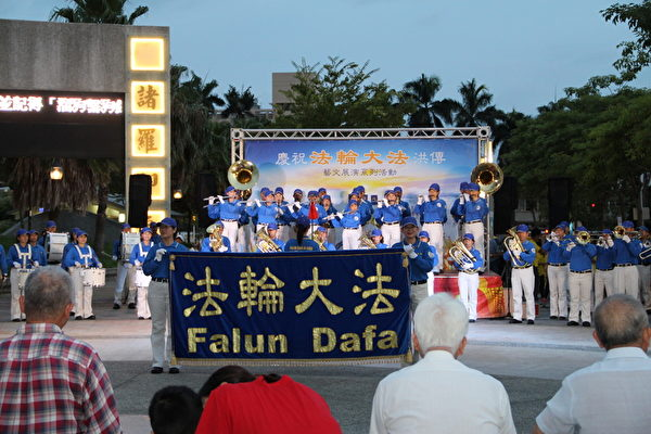 全台最大管乐团—天国乐团的多曲乐音表演。(李撷璎/大纪元)