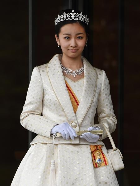 去年12月29日,佳子公主20岁生日,她盛装去面见日本天皇夫妇。(TORU YAMANAKA/AFP/Getty Images)
