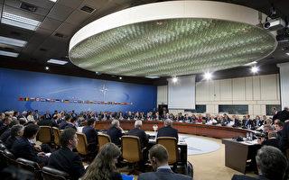 土耳其捲入對抗IS的戰局數天後,北約北大西洋理事會(North Atlantic Council)應土耳其的請求於週二(7月28日)舉行特別會議。圖為2013年4月23日,北大西洋理事會召開會議討論中東與敘利亞局勢。(Evan Vucci/AFP/Getty Images)