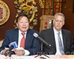 2013年6月26日,加州禁鱼翅法AB 376 7月1日正式生效前夕,李兆祥(左)表示,一定继续争取华裔权利。右为律师布利尔。(大纪元档案照片)