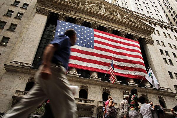 本周五(9月4日)预订公布美国8月就业报告,这项经济数据在全球股市深具影响力。(Spencer Platt/Getty Images)