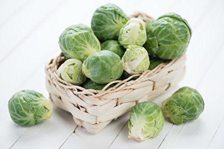 甘蓝菜的嫩芽可以降低血糖和胆固醇,保护心脏,而且嫩芽正在生长期,精气旺盛,它们的效用比成长后的甘蓝菜高出10倍到30倍。(fotolia)