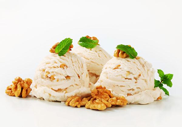核桃冰淇淋(fotolia)