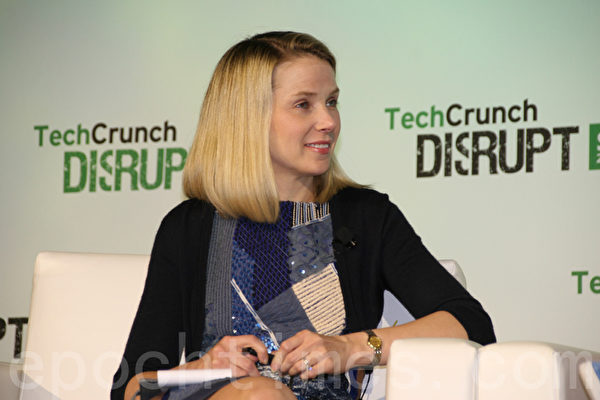 雅虎執行長Marissa Mayer點評參加Disrupt Battlefield的初創公司。(屈婧/大紀元)