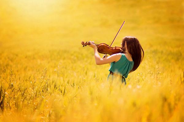 当今,很多人主张将1953年制定的标准音高440赫兹降低8赫兹,恢复到大师们广泛采用的中音432赫兹,让音乐回到更加平和自然、有益身心的境界。(Fotolia)