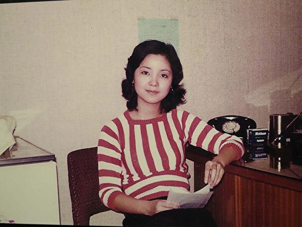 1973年鄧麗君到日本歌壇發展的照片。(舟木稔提供/中央社)