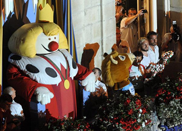 2015年7月29日,法国第79届巴约纳节在知名法国球星准备抛钥匙。(GAIZKA IROZ/AFP)