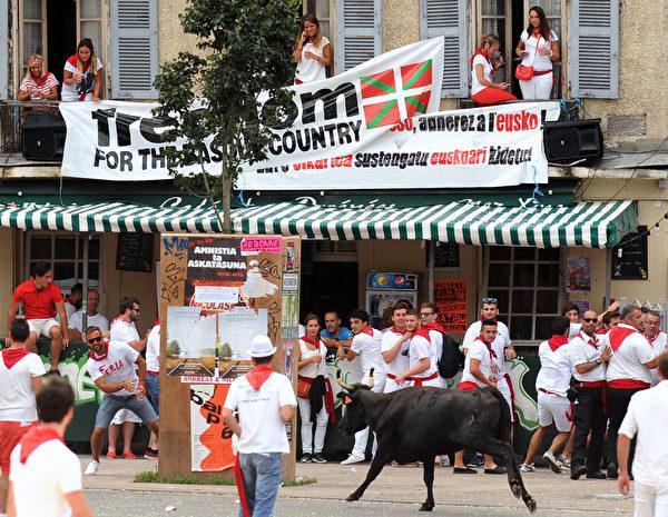 2015年7月30日,法国第79届巴约纳节的斗牛活动。(GAIZKA IROZ/AFP)