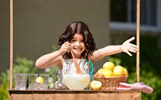 自制柠檬汁,卫生安全又健康。(Fotolia)