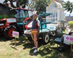 张荣发基金会4日捐赠喜乐农场3台农耕机具,泰源部落头目李新木希望透过机具生产为部落带来希望。(张荣发基金会提供)