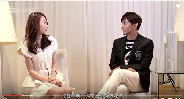 朱鎮模(右)近來在《奇皇后》、《親愛的恩東啊》中,演活了劇裡純情男的角色,日前他接受「新唐人」節目《韓流世界》專訪。(視頻截圖)